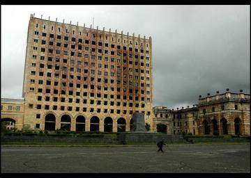 Sukhumi, il palazzo del governo (Foto John, Flickr)