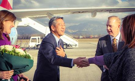 L'arrivo di Donald Lu a Tirana, nel gennaio 2015