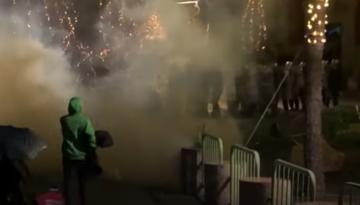 Le proteste - fotogramma tratto da video di Youtube