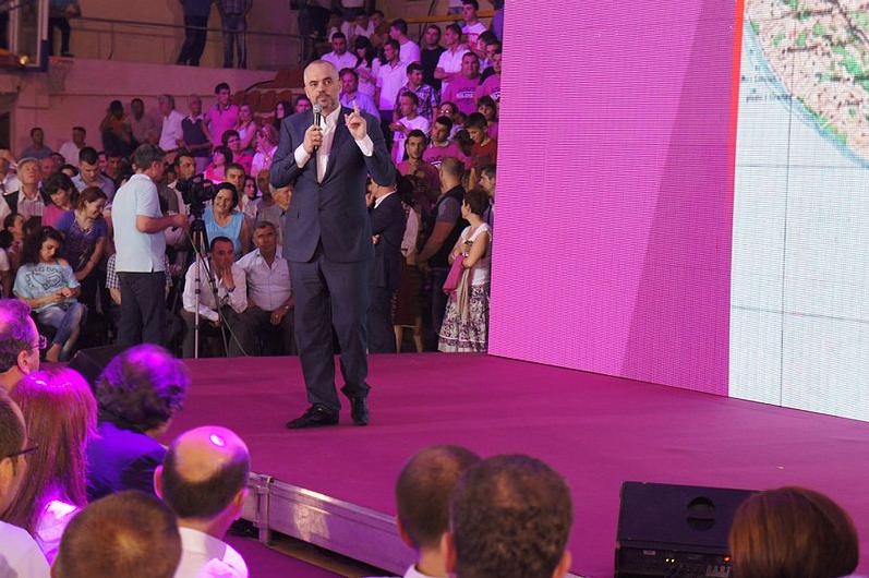 Valona, Edi Rama parla ai militanti del Partito Socialista - Foto: CC BY 3.0, Wikimedia