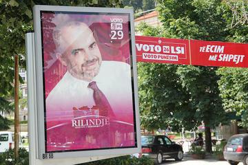 Poster elettorali a Berat (foto G. Comai)