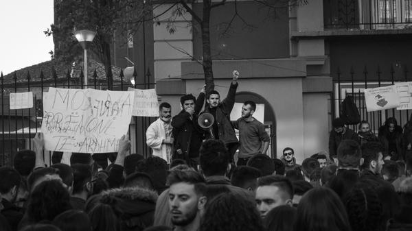 7 dicembre 2018, gli studenti albanesi protestano a Tirana - Igli llubani/Shutterstock
