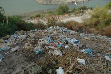 Immondizia a Berat (Wikimedia)