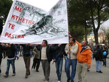 L'opposizione in piazza a Tirana il 21 gennaio 2011 (foto Mimoza Dhima)