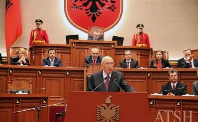 Giorgio Napolitano parla ai deputati albanesi (dal web)