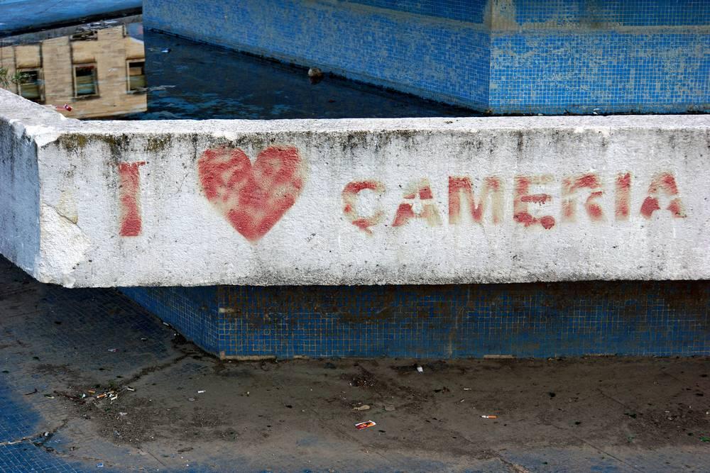Una scritta inneggiante ai diritti dei ciamurioti (Dennis Jarvis/flickr)