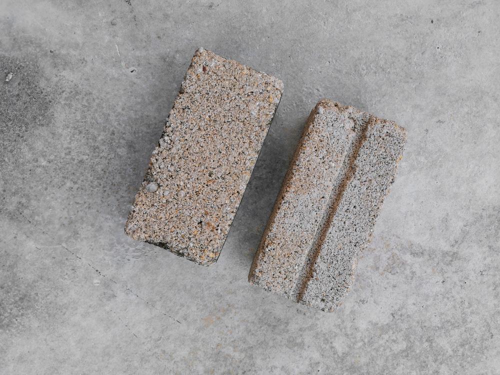 Due blocchi di cemento