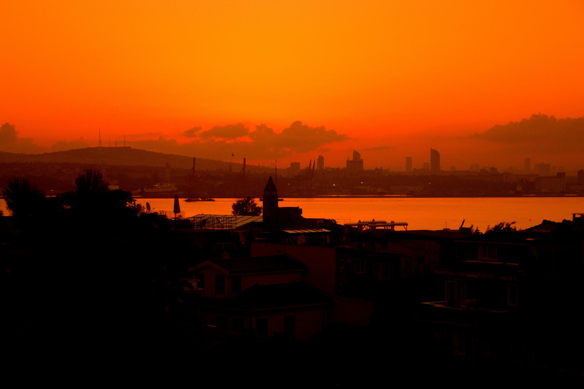 Alba sul Bosforo (Foto James West, Flickr)