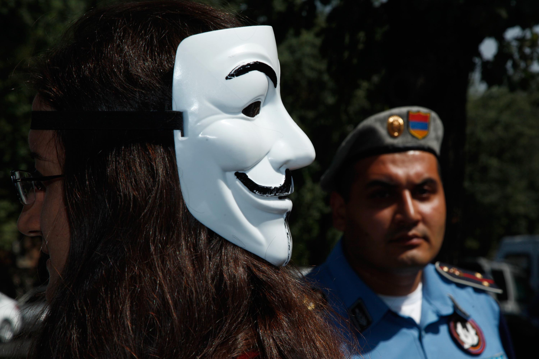 Proteste di fronte alla residenza del presidente armeno, 4 settembre (PanARMENIAN Photo_ Tigran Mehrabyan)