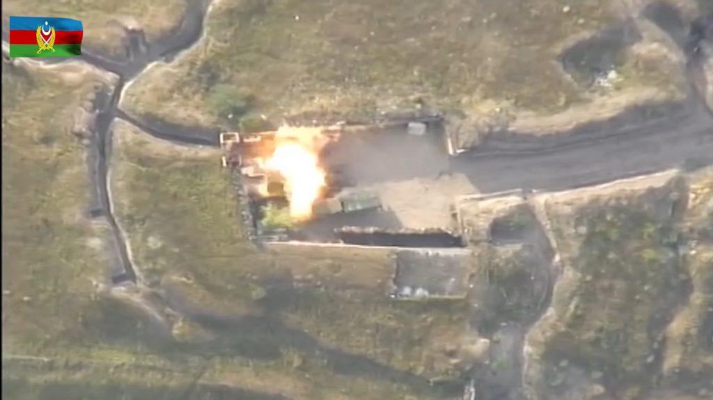In un'immagine resa pubblica dalle autorità azerbaijane il supposto bombardamento di una postazione militare armena (Oc Media)