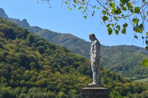 Monumento ai caduti nel villaggio di Vank (Foto Simone Zoppellaro)