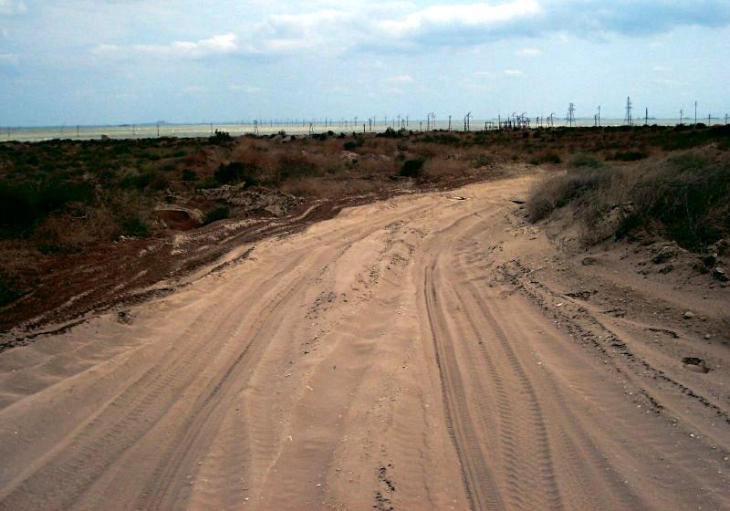 Strada nella penisola di Absheron, fuori Baku