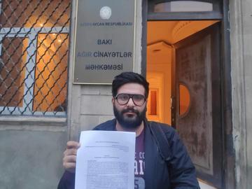 Ilkin Rustamzade davanti alla Corte di Baku, 12 dicembre 2019 (@ Ilkin Rustamzade)