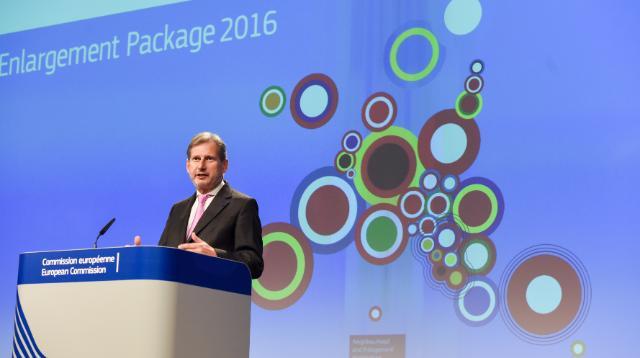 La presentazione alla stampa da parte di Johannes Hahn del Pacchetto Allargamento 2016 - fonte: Commissione europea