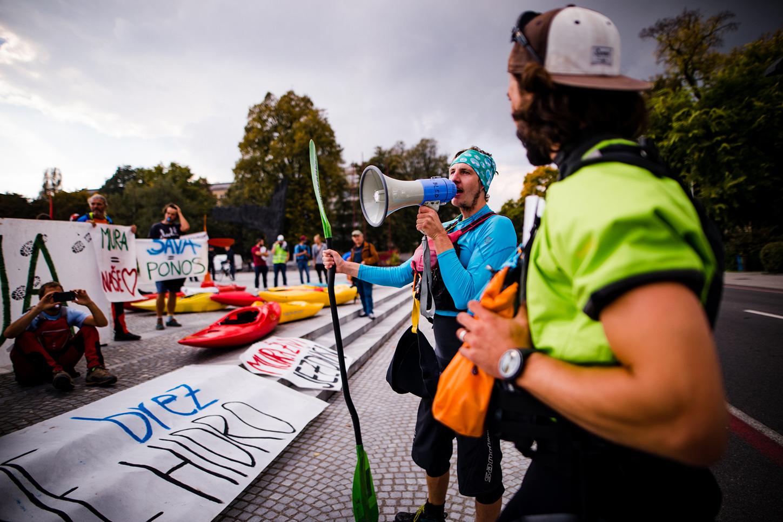 Manifestazione a Lubiana (foto © Katja Jemec - per gentile concessione di Balkan River Defence)