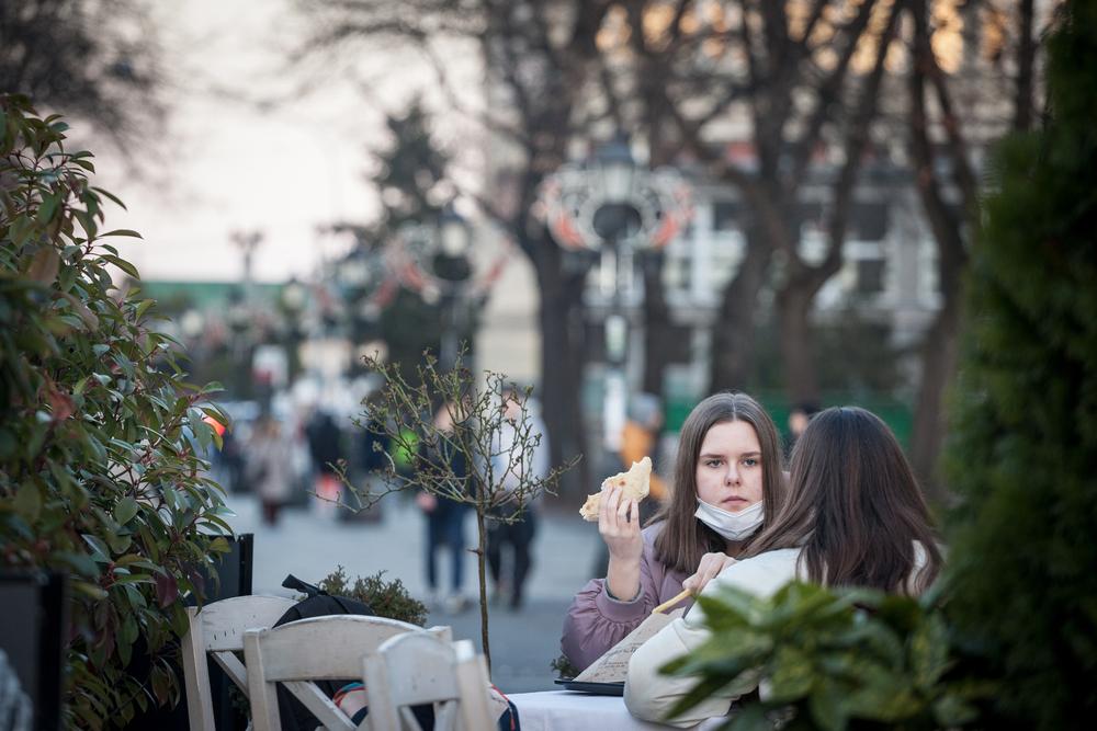 Young people in Belgrade - © BalkansCat/Shutterstock