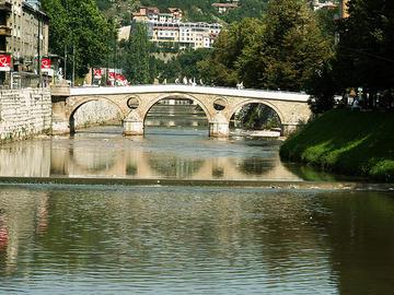 Sarajevo, il Latinski most (ponte Latino) sul fiume Miljacka