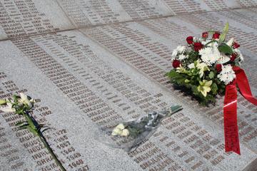 Srebrenica, i nomi degli scomparsi al Memoriale - Foto di N.Corritore