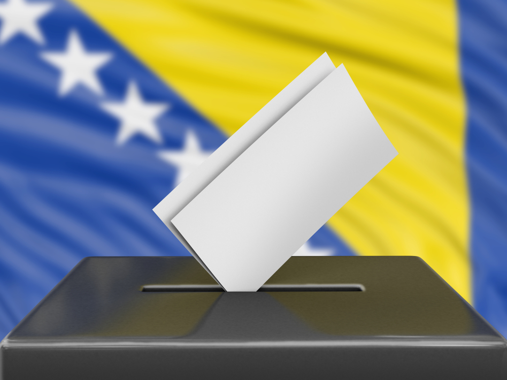Izborna kutija sa zastavom BiH © corund/Shutterstoc