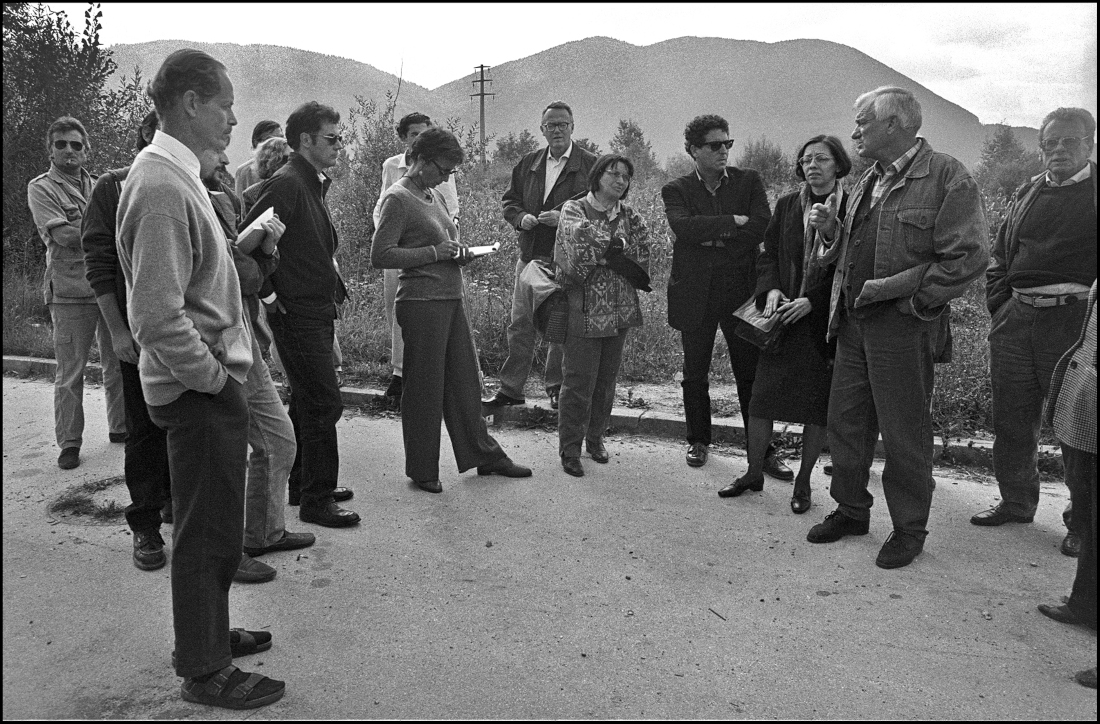Sarajevo, 1997. Viaggio di poeti, scrittori e giornalisti italiani organizzato dal fondo Moravia con Jovan Divjak - foto © Mario Boccia