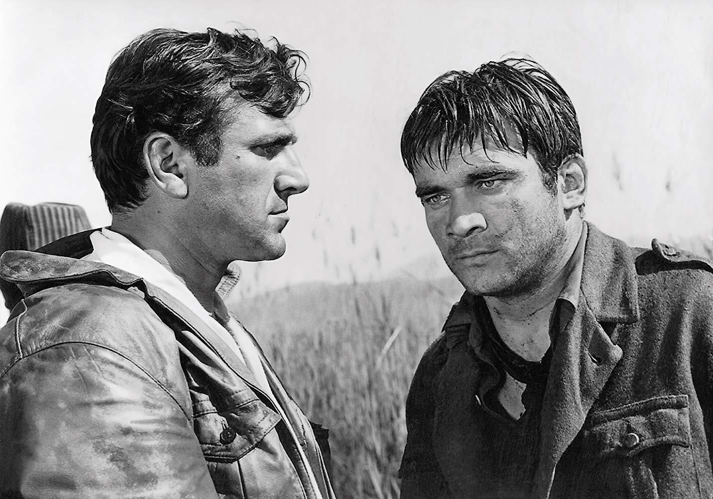 Bata Živojinović e Boris Dvornik in una scena del film Most