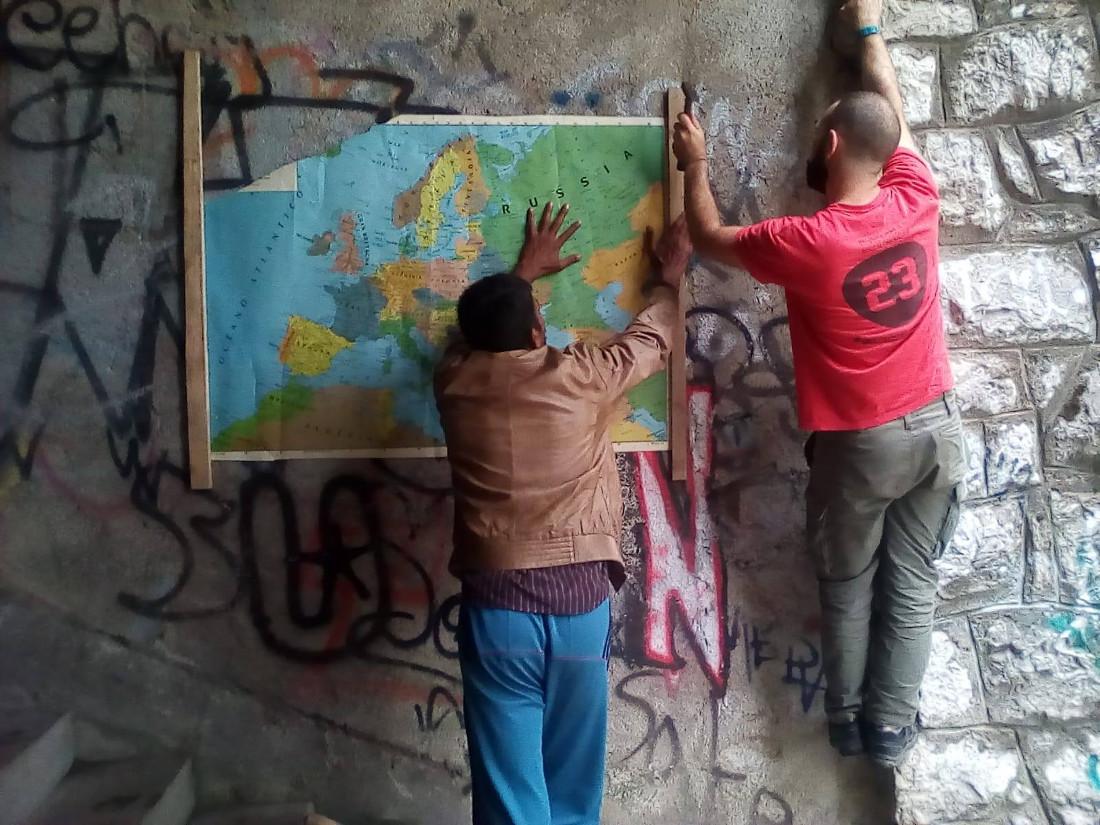Bihac, migranti e volontari - foto di One Bridge to Idomeni.jpg