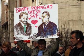 Una caricatura di Fahrudin Radončić e Bakir Izetbegović durante le proteste (Foto #plenumsa - plenum sarajevo, Flickr)