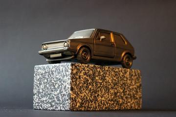Modellino della Golf II dello scultore Danijel Premec