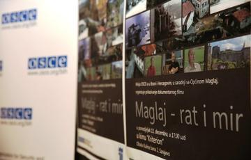 """Un cartellone pubblicitario della proiezione del film """"Maglaj, guerra e pace"""", immagine tratta dal profilo Facebook della missione Osce in BiH"""