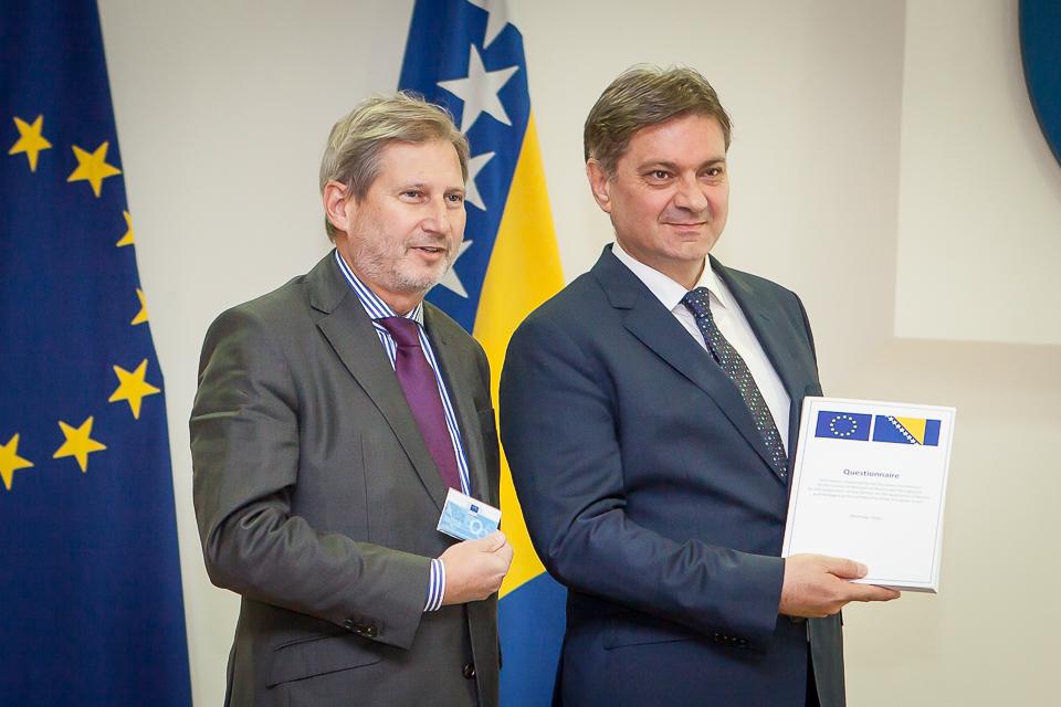 Johannes Hahn e Denis Zvizdić (foto UE)