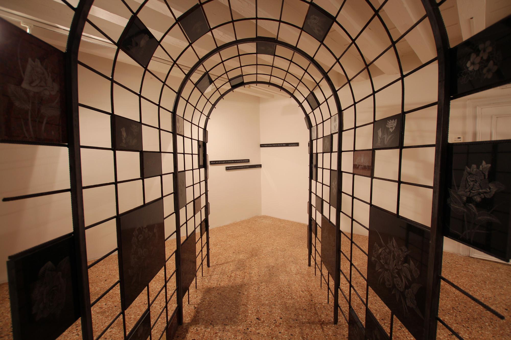 Una sala del Padiglione bosniaco alla Biennale di Venezia (Foto Andrea Rossini)