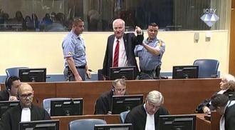 Mladić durante il processo inveisce contro la Corte (foto ICTY)