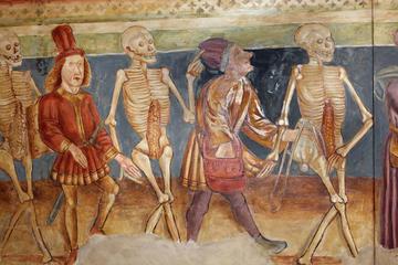 """Stara ilustracija (1490) """"Danse macabre"""" u crkvi Hrastovlje u Sloveniji (fotka © Tony Craddock/Shutterstock)"""