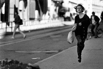 Sarajevo, 30 September 1993. The girl that runs (Photo Mario Boccia)