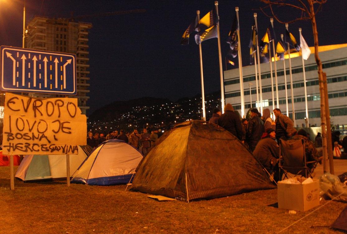 Tende di fronte al Parlamento (Foto Michele Biava)