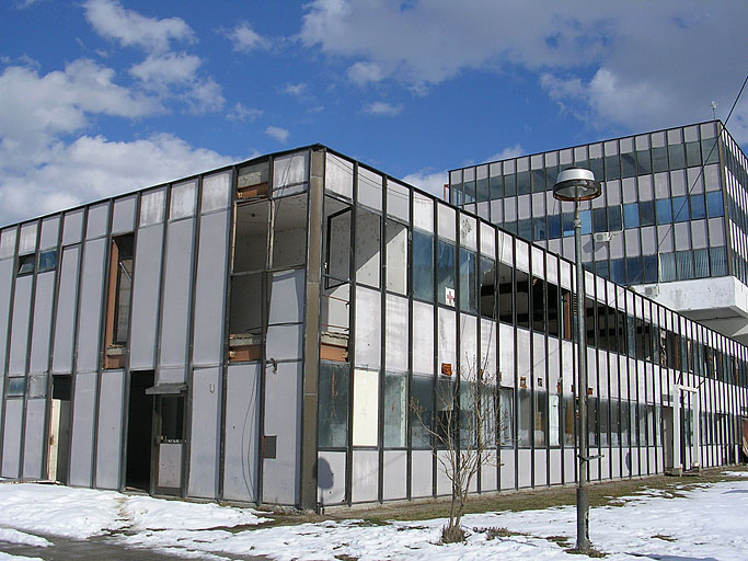 La vecchia fabbrica di accumulatori usata dal Dutchbat come quartier generale (foto OBC)