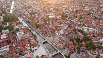 Veduta aerea di Sarajevo (Nedim Dzaka/Shutterstock)