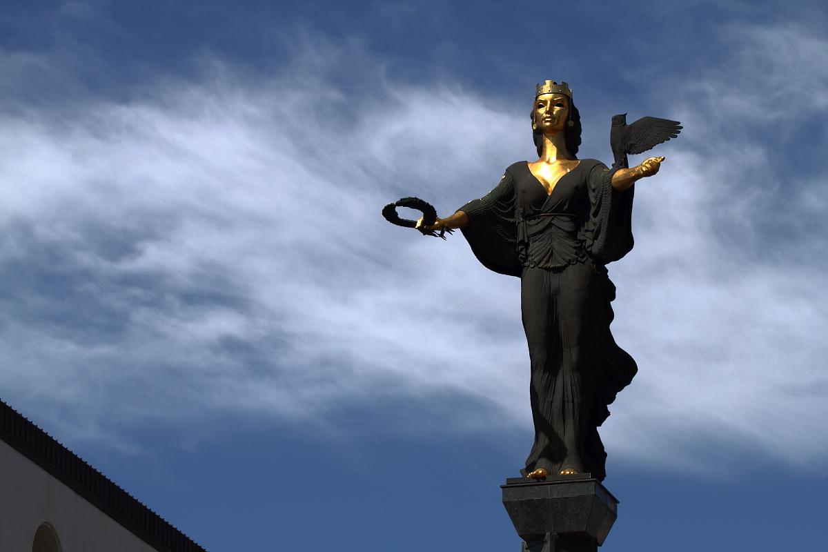 Monumento a Santa Sofia nella capitale bulgara