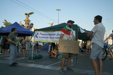 "Protesters block the ""Eagles' Bridge"" in Sofia, capital of Bulgaria - fmartino/OBCT"