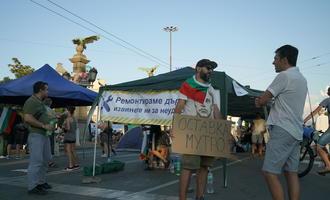 """Manifestanti bloccano il """"ponte delle aquile"""" a Sofia, capitale della Bulgaria - fmartino/OBCT"""