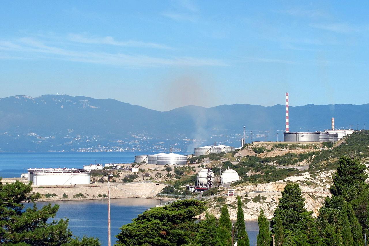 Raffineria di petrolio vicino a Fiume (foto Joadl)