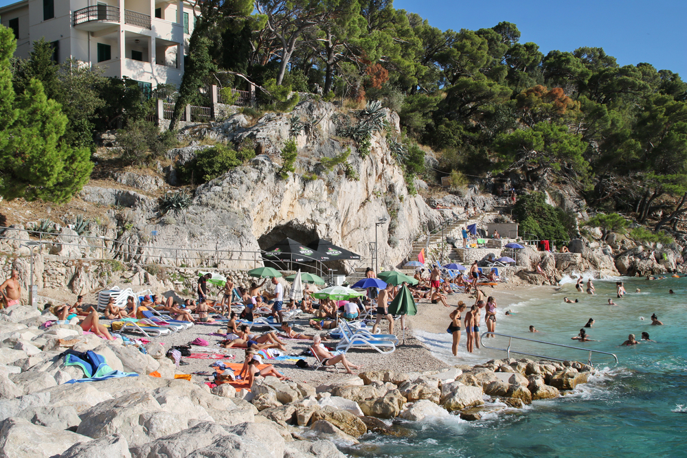 Beach in Makraska (Croatia) full of tourists, 20 August 2020 (photo © Jure Divich/Shutterstock)