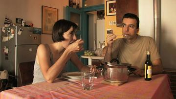 Una scena del film Family Meals/Nije ti život pjesma Havaja