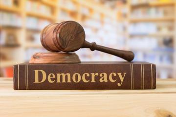 Democrazia - Create jobs51 - Shutterstock.jpg