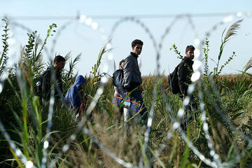 Migrants along the Balkan route (Gémes Sándor/SzomSzed/Wikimedia)