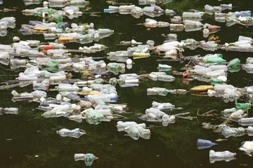 Un tratto di fiume inquinato in Bosnia Erzegovina (© JRP Studio/Shutterstock)