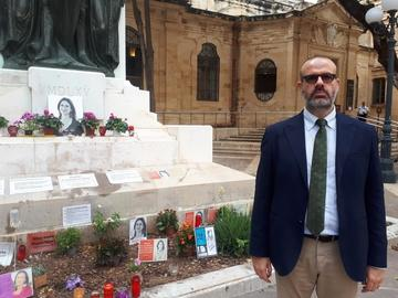 Nello Scavo in front of the memorial dedicated to Daphne Caruana Galizia
