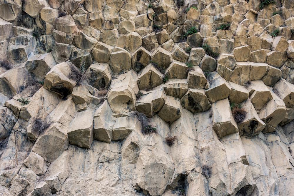 Formazioni rocciose nei pressi del villaggio di Karvachar in Nagorno-Karabakh - © Xavier Llauger Dalmau/Shutterstock