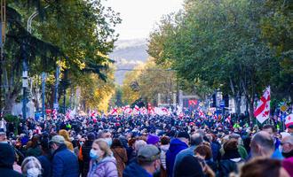 Tbilisi, Georgia, novembre 2020 - Manifestazioni antigovernative davanti al parlamento (foto © Tai Dundua/Shutterstock)