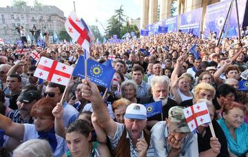 Elettori del Sogno georgiano durante una manifestazione del 2012